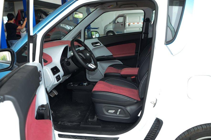 2016款 众泰E200科技版 实拍 座椅空间