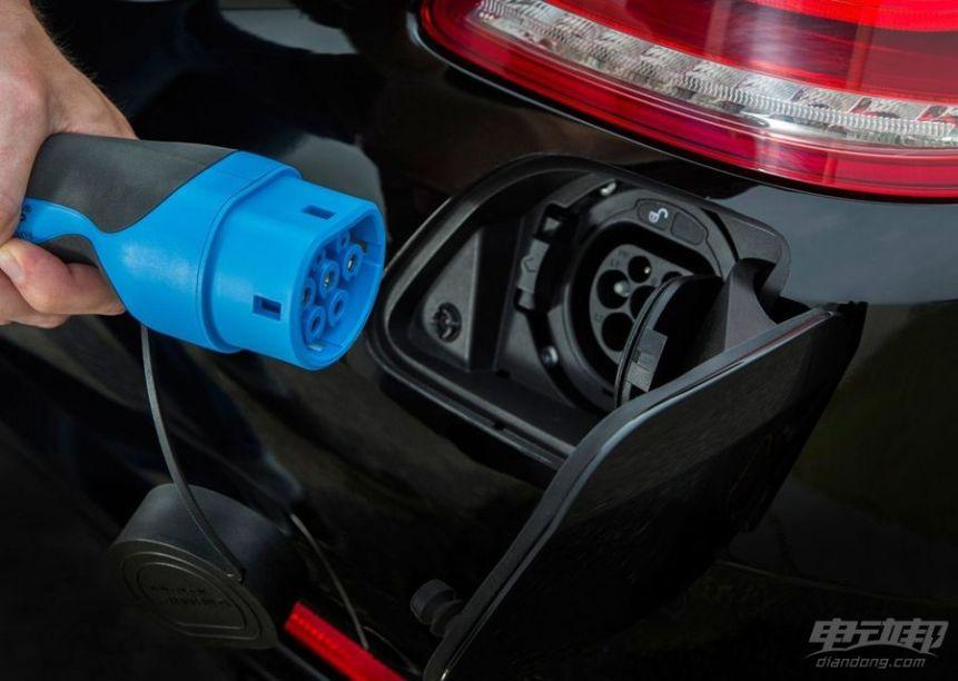 2016款 奔驰S 500 PLUG-IN HYBRID 官图 充电