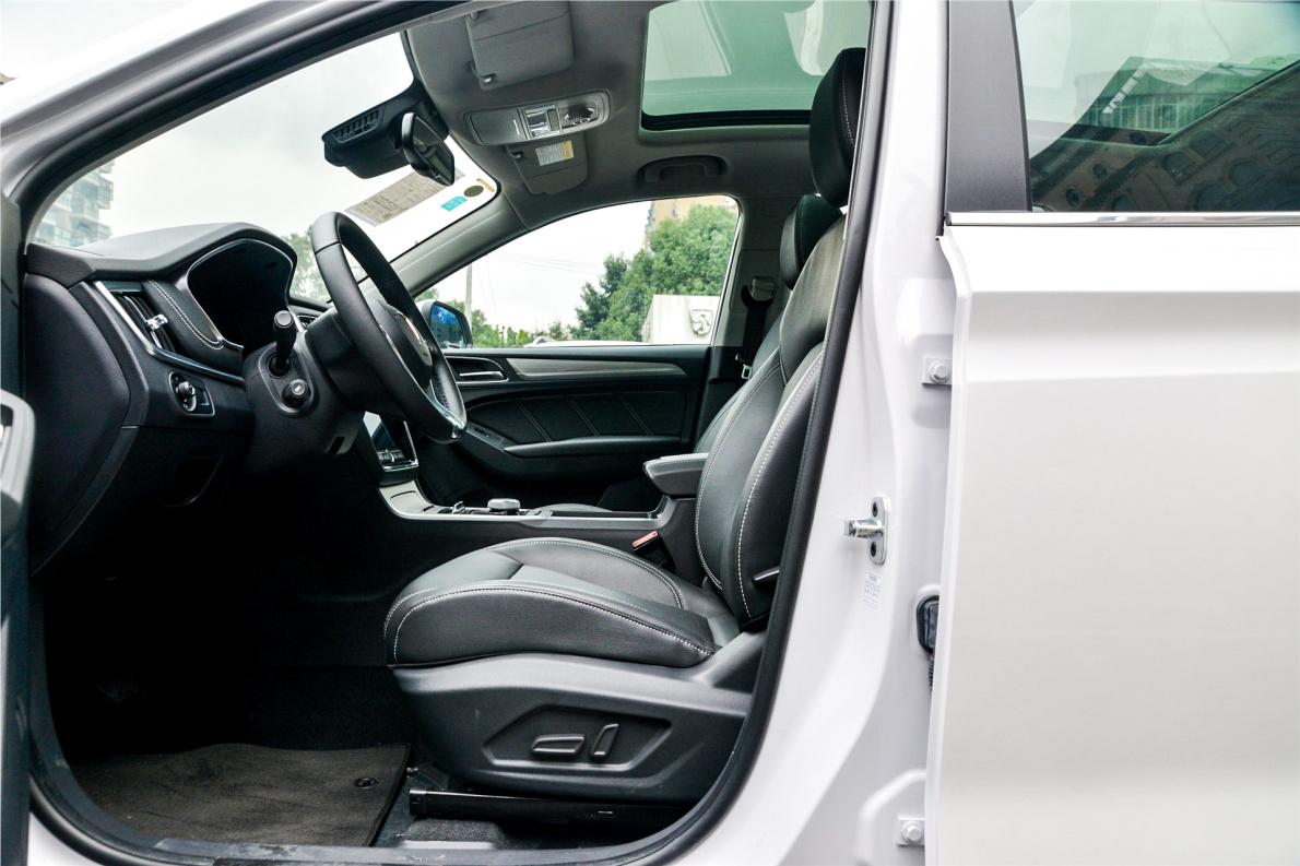 2017款 荣威 ERX5 EV400 电动互联旗舰版 珠光白 实拍 座椅空间