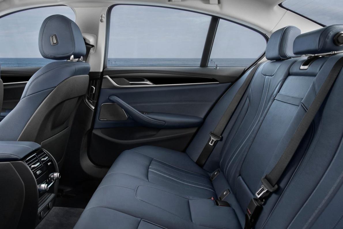 2017款 宝马 5系(进口) 530e iperformance 官图 座椅空间