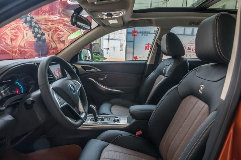 2018款 比亚迪 宋 EV400 智联进享型 活力橙黑 实拍 座椅空间