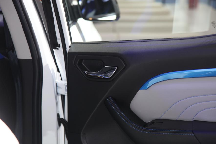 2018款 东南 DX3 EV400 车展 内饰