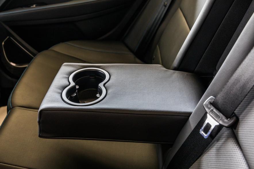 2018款 吉利 帝豪 EV450 尊贵型 冰晶白 实拍 座椅空间