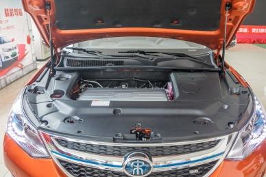 2018款 比亚迪 宋 EV400 智联进享型 活力橙黑 实拍 动力底盘