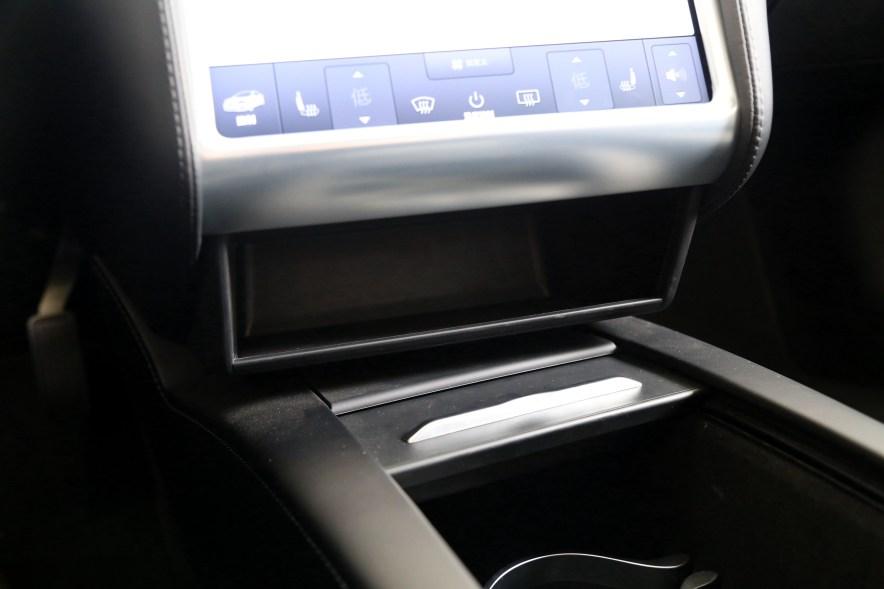 2016款 特斯拉 Model S 75D 珍珠白 实拍 座椅空间