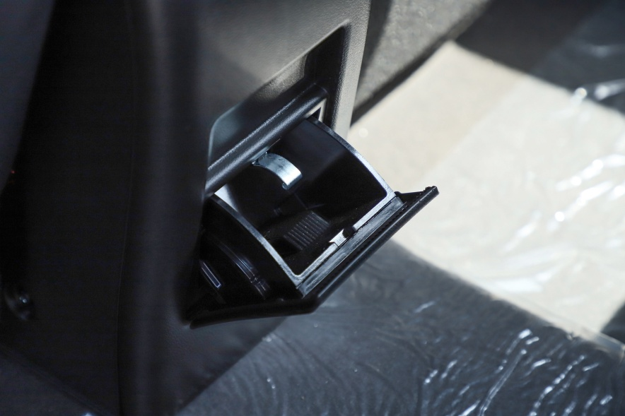 2018款 北汽新能源 EX360 新尚版 丹霞红 实拍 座椅空间
