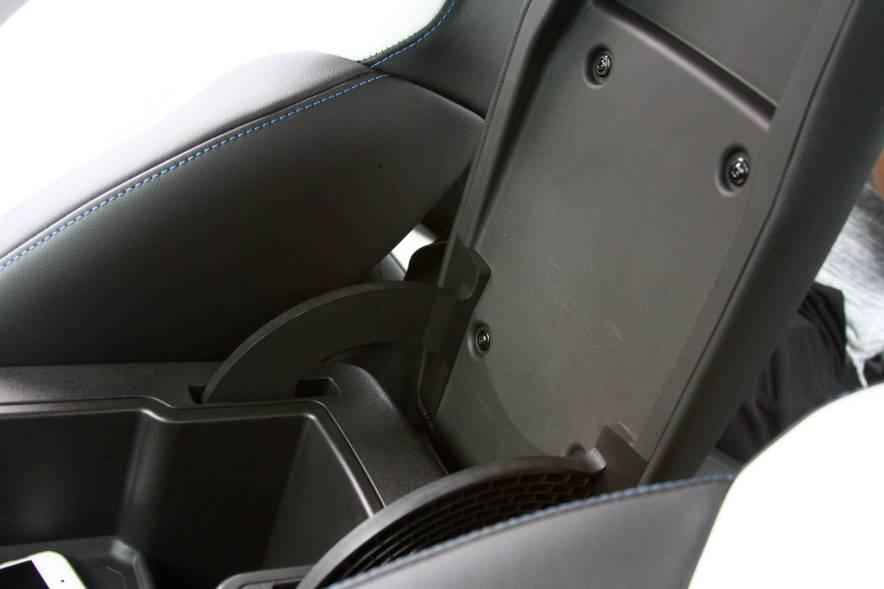 2017款 别克 VELITE5 时尚增程型 白色 实拍 座椅空间