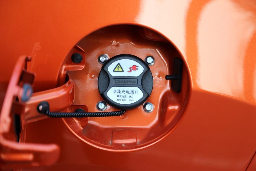 2018款 长按 CS15 EV350i 闪光炫彩橙黄 实拍 充电