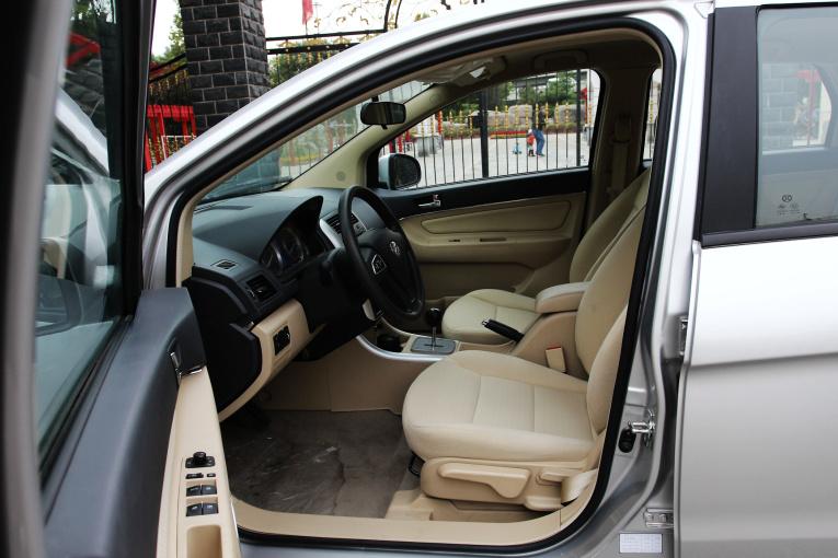 E150EV 座椅空间