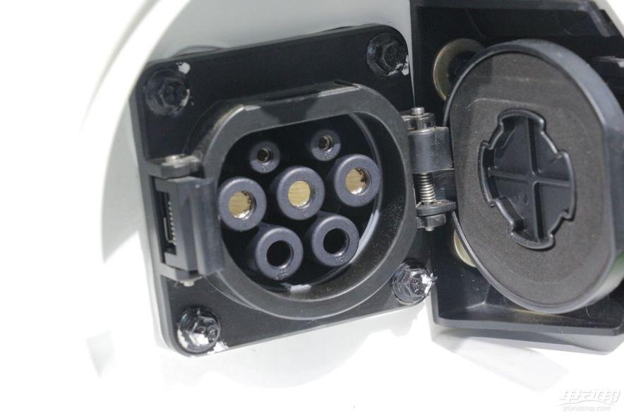 2014广州车展 东风风神 E30L 充电