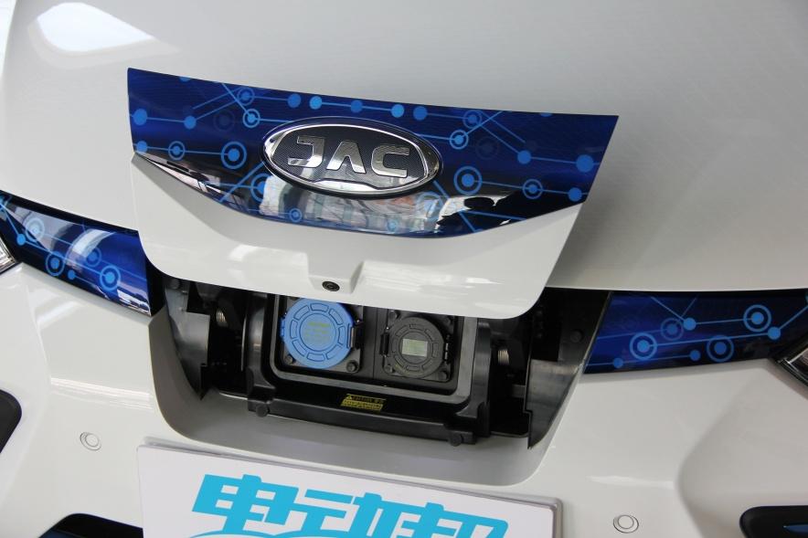 2018款 江淮 iEVA50 基本型 实拍 充电
