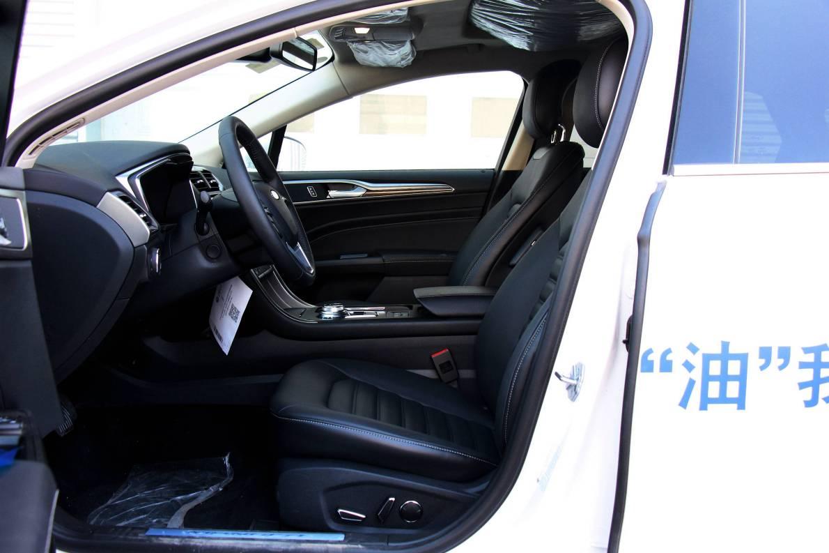 2017款 福特 蒙迪欧 2.0L HEV 智豪型 典雅白 实拍 座椅空间
