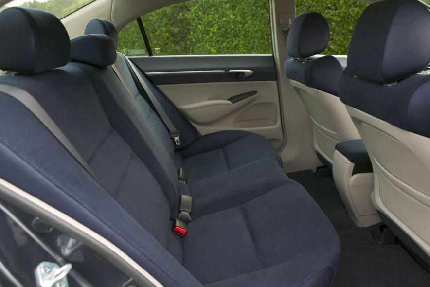 2006款 本田 思域 Hybrid 官图 座椅空间