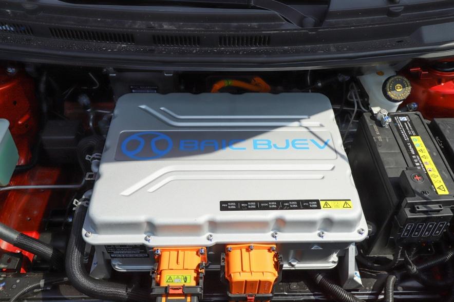 2018款 北汽新能源 EX360 新尚版 丹霞红 实拍 动力底盘