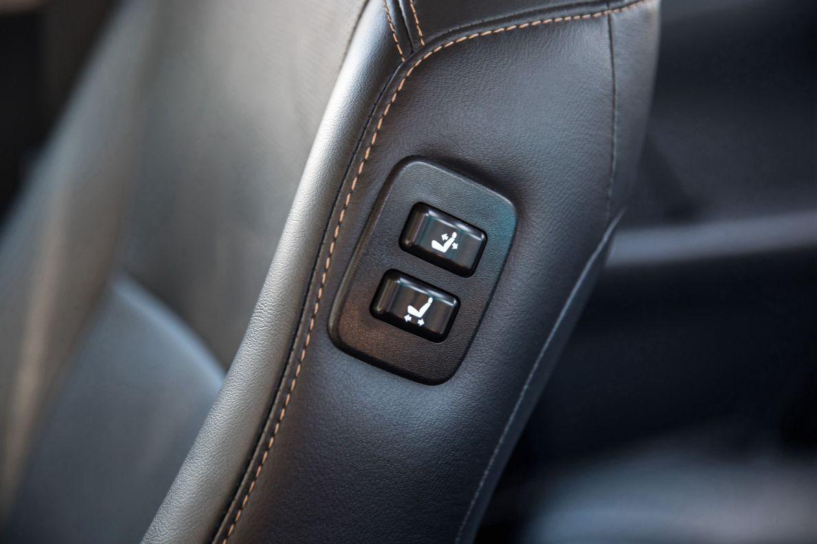 2016款 丰田 凯美瑞双擎 2.5HG十周年纪念豪华导航版 墨晶黑 实拍 座椅空间