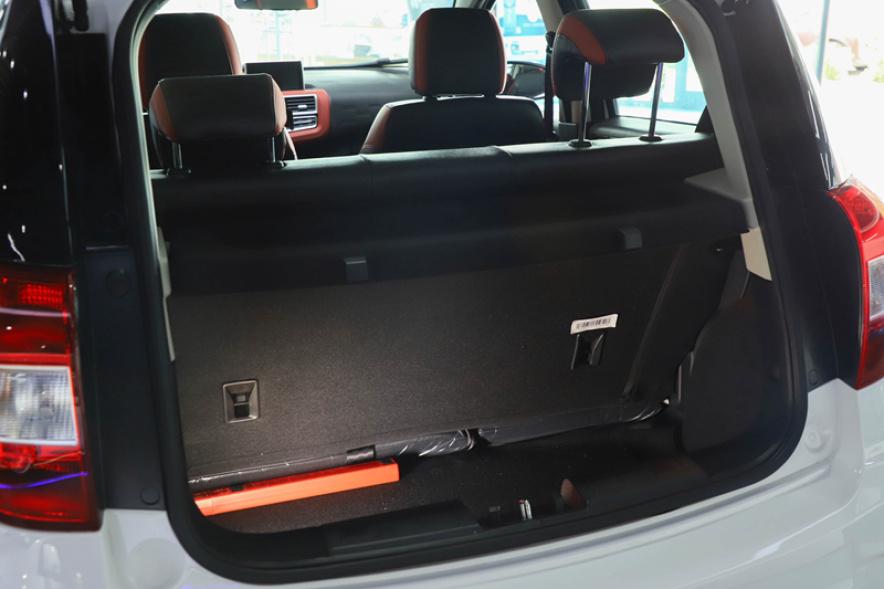 2018款 江淮 iEV6E 运动版 豪华智享型 白色 实拍 座椅空间