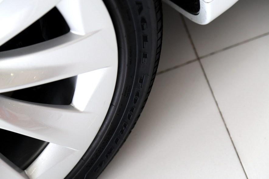 2016款 特斯拉 Model S 75D 珍珠白 实拍 外观细节