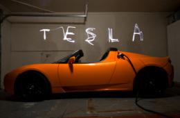 钱柜娱乐平台Roadster推新电池组,续航里程将超640km