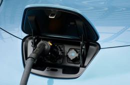 合肥市开出首张新能源车免购置税凭证,车主省6100元