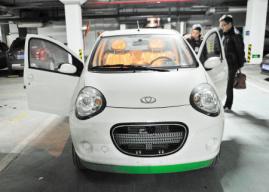 没钱也任性 长沙市民月付200元 租辆电动汽车来兜风