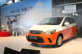 北京投放五百台纯电动出租车 免燃油附加费
