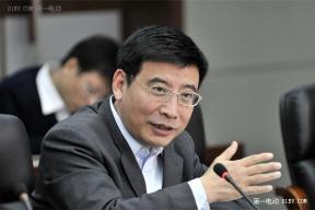 苗圩:新能源汽车产业迈入成长期 电池寿命标准提高