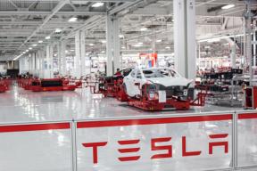 特斯拉签下最大机器人采购订单 年产能目标50万辆