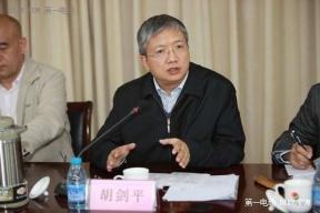 中国城市道路运输协会城市客运分会副理事长 胡剑平