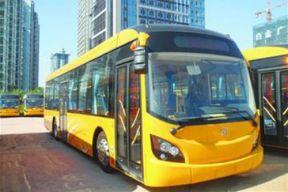 青岛百辆电动公交十一上路 分布六条公交线