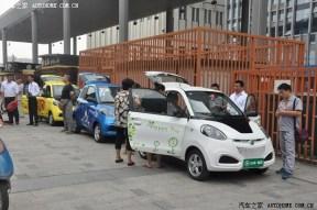 知豆电动车交付南京首位车主 售价4.28万元起