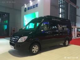 430公里长续航新标杆 南京金龙D11纯电动商务车亮相上海车展