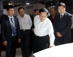 万钢亲临广州车展 赞买自主新能源车划算
