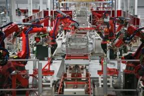特斯拉工厂事故致三人受伤 股价波动