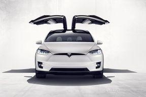 七座鹰翼门电动SUV来了!特斯拉正式交付Model X