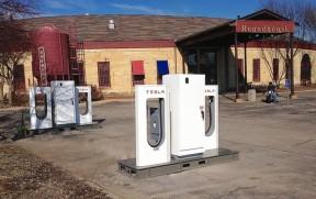 特斯拉美国超级充电站达81个 新增移动充电站