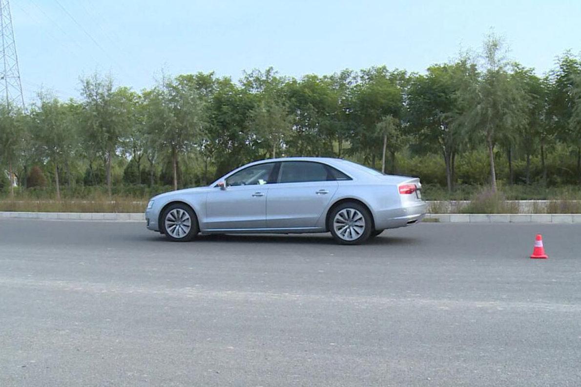 奥迪A8L混动评测视频--驾驶篇
