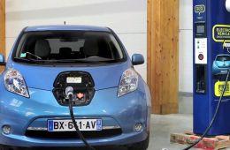 日产在英国推出实验:电动车主可出售多余电量