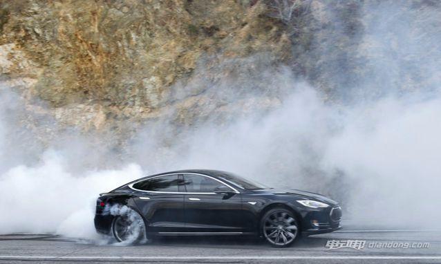 推出 Ludicrous Mode,在该模式下 Model S 0-60英里:小时加速仅需2.8秒,百公里加速2.9秒