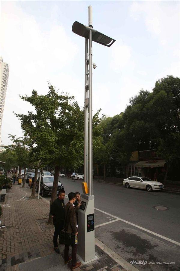 上海装了一批超牛路灯:有Wi-Fi 还能给汽车充电