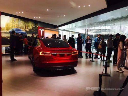 30万买豪华电动车:最便宜特斯拉Model 3开卖