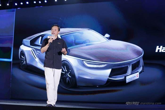 图九:汉能控股集团副总裁高卫民介绍全太阳能动力汽车