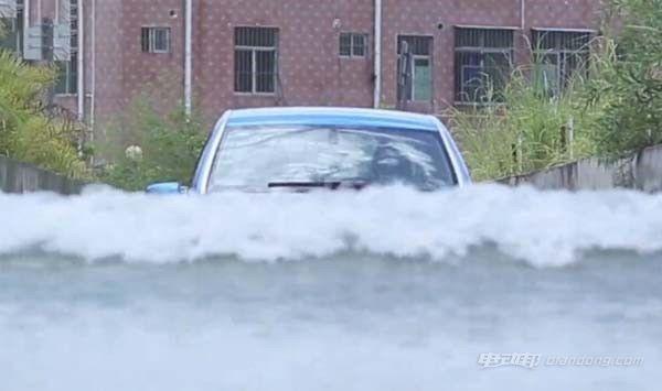 暴雨天气,电动汽车涉水安全吗