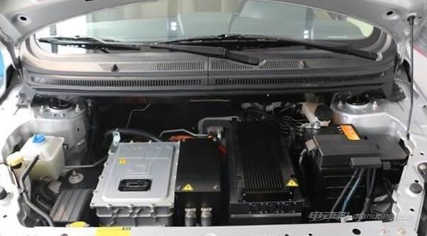 电动汽车电池的日常维护及检修