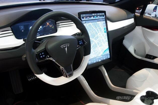 电动汽车Tesla Model X-内饰方面