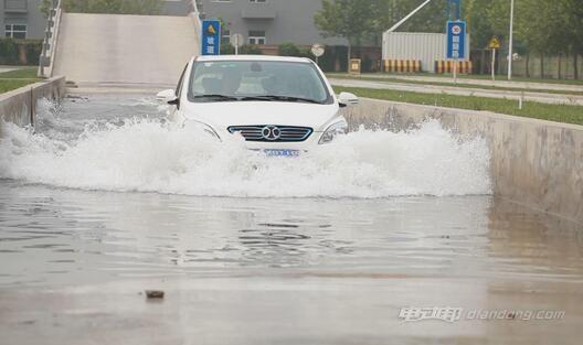 电动汽车安全性 涉水测试