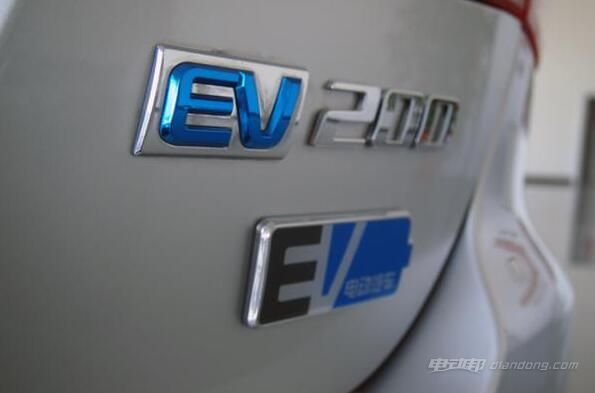 北汽EV200 车尾标志