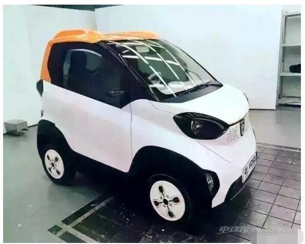 宝骏E100纯电动汽车车顶视觉效果