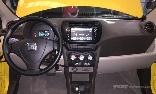 新车中控部分配有7英寸彩色显示屏
