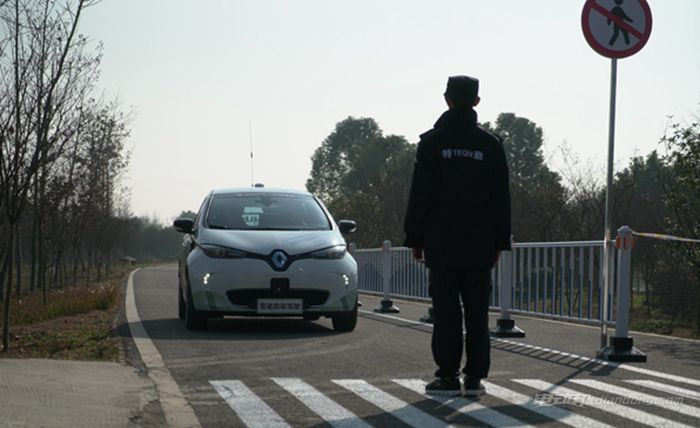 雷诺ZOE纯电动 自动驾驶原型车