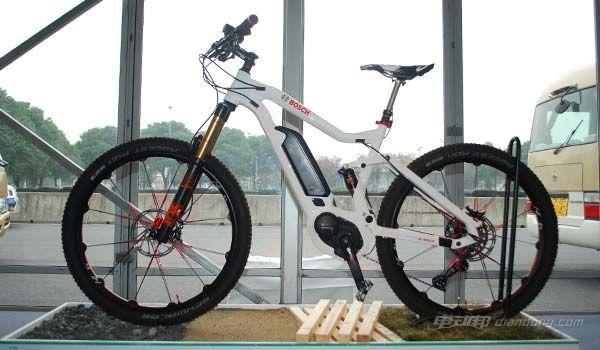 博士展出的电动软尾自行车